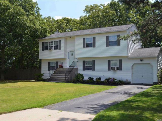 4 BR,  2.00 BTH  Hi ranch style home in East Patchogue